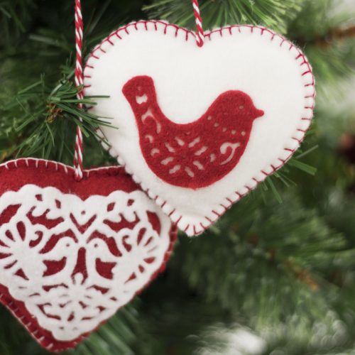 Sara Davies Signature Scandinavian Christmas Metal Die Love Birds